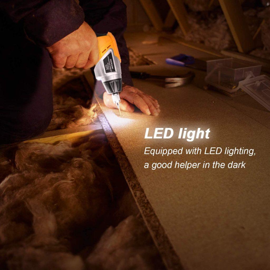 Equipado con una potente linterna LED